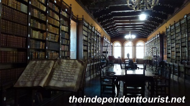 The library of the Convento de Santo Domingo.