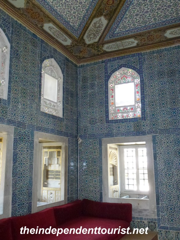 Summer Pavilion (Circumcision Room) Room built in 1640, circumcision ceremonies of the crown princes were held here. Some of the most beautiful tile work in the palace is in this room.