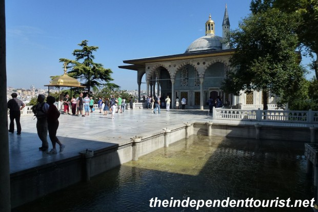 The Baghdad Pavilion (center-right) was built in 1639 to commemorate the capture of Baghdad by the Sultan Murat IV. The small golden dome to the left is where the sultan would break his fast after the month of Ramadan.