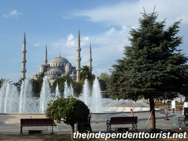 A view of the Blue Mosque from Sultanahmet Square, between the Hagia Sophia and the Blue Mosque.