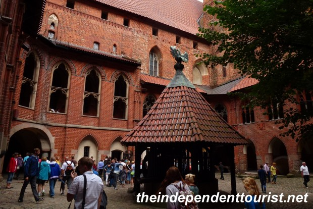 Courtyard and well in the High Castle - Malbork.