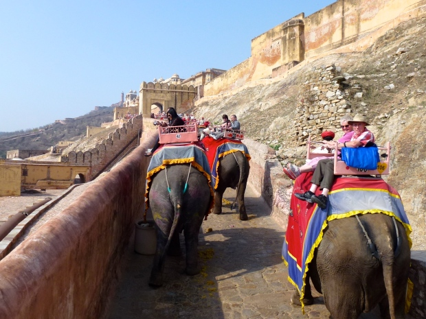 The elephants and tourists make their way up to the Amber Fort.