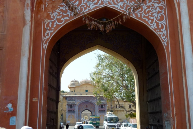 City Palace lies straight ahead through this gate.