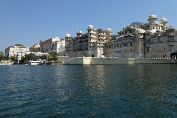 A view of City Palace from the lake.