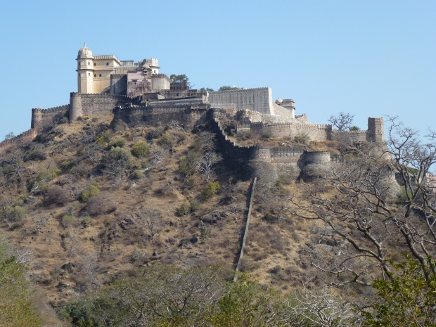 Approaching Kumbahlgarh fortress.