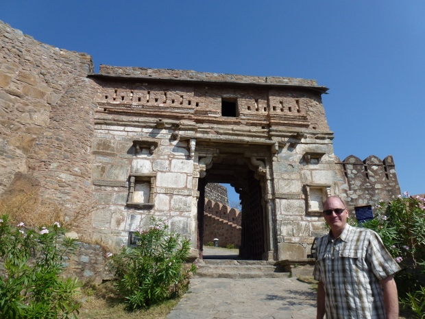 One of several gateways as you climb to the Kumbahlgarh castle.