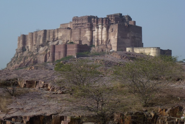 The huge Mehrangarh Fort dominates the landscape for many miles.