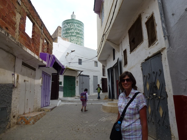 The only round minaret in Morocco is in Moulay Idriss, it is part of the Merdersa Idriss, a Koranic school. Built in 1939 from materials taken at Volubilis.