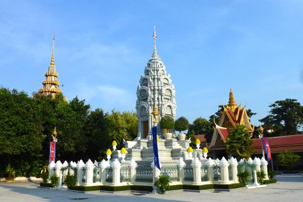 phnom-penh-royal-palace-19
