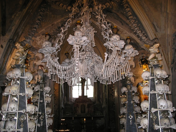 sedlec-bone-church_kutna-hora_czech-republic-7