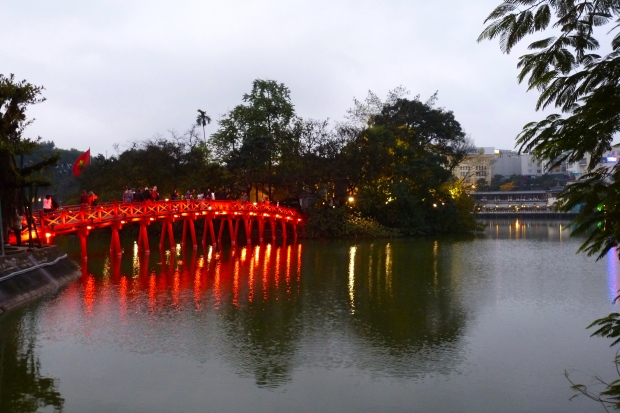 Huc Bridge, Temple of the Jade Mountain, Hoan Kiem Lake, Hanoi, Vietnam