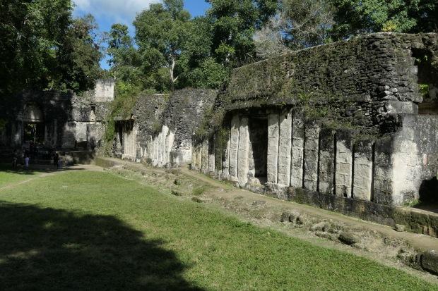 Palacio de las Acanaladuras, Tikal, Guatemala
