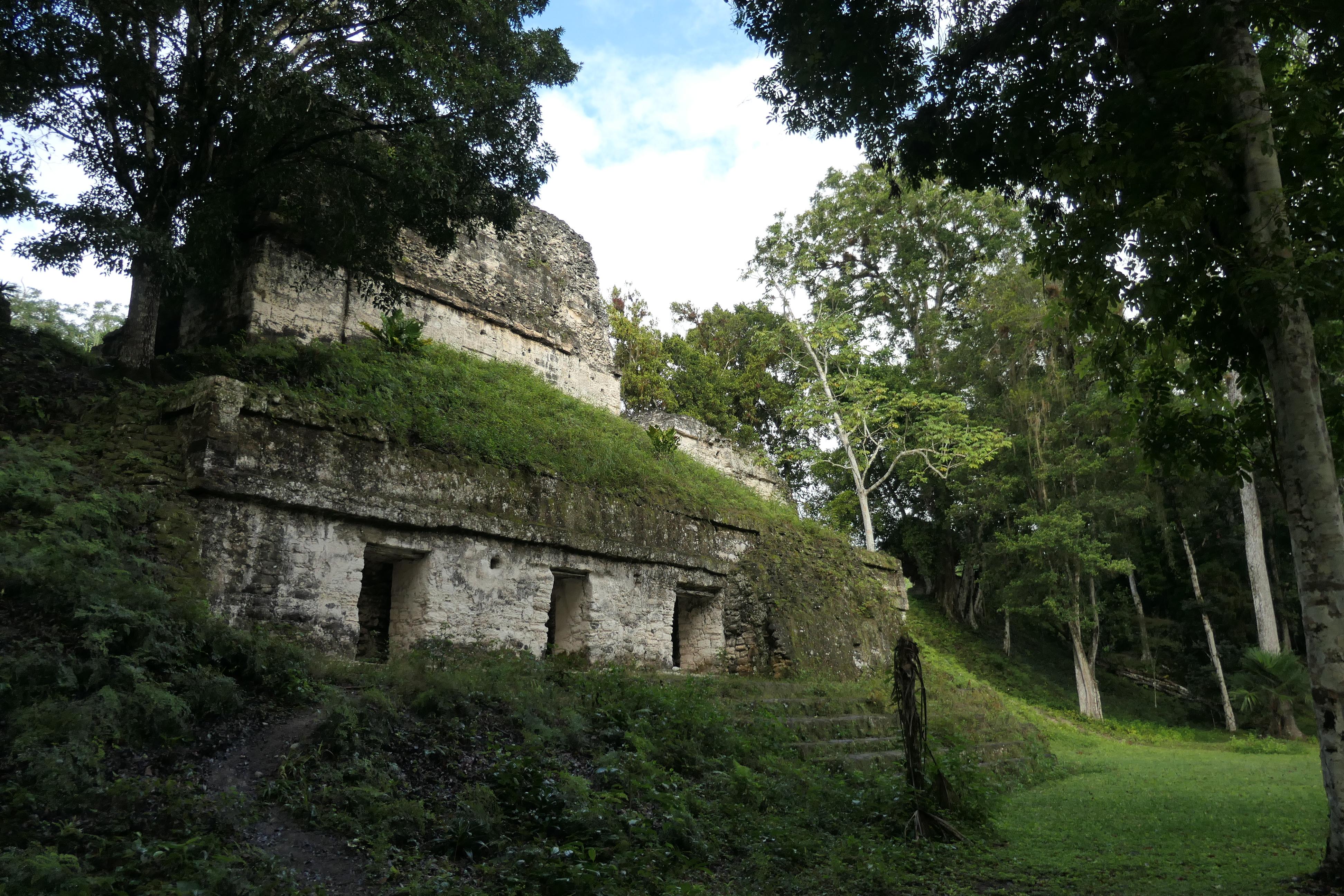 Plaza de lost Siete Templos, Tikal, Guatemala
